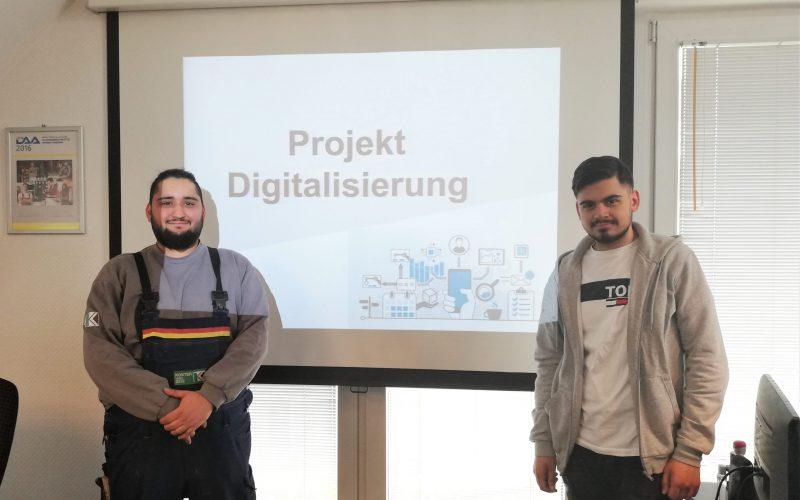 Azubis präsentieren ihr Praxisprojekt zu Digitalisierungsthemen