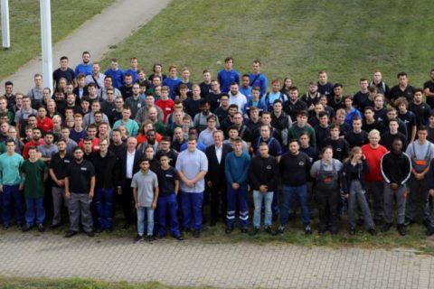 Foto Ausbildungsjahreseröffnung, Gruppe aller Auszubildenden