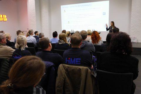 Foto Messe Referat mit Präsentation